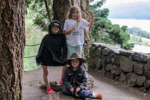 2 girls and a boy on Multnomah Falls Trail